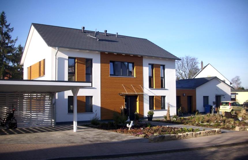Mehrgenerationenhaus in nordstemmen energie beratungs for Flachbau haus bauen